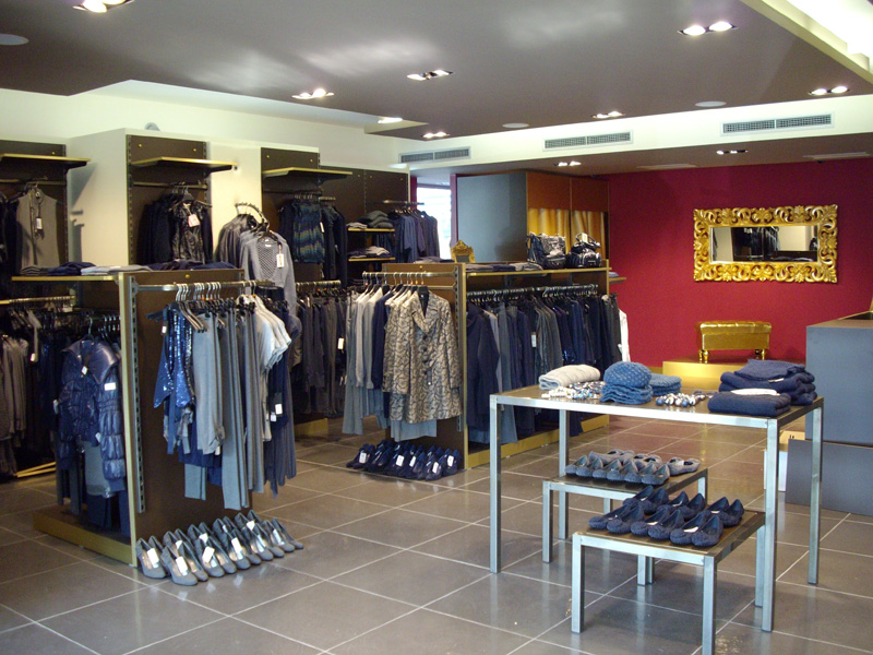 Arredamento negozi milano perfect mobili per ufficio for Negozi design milano