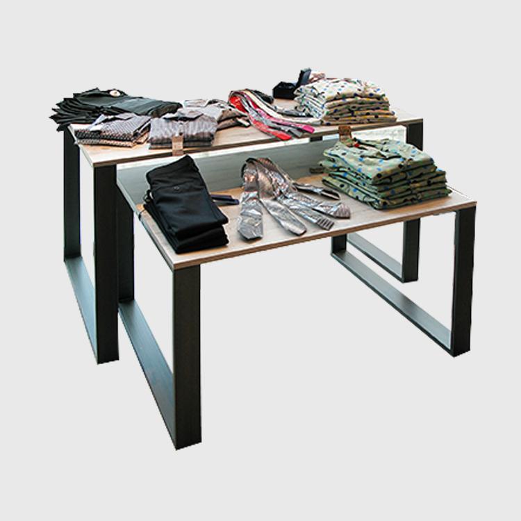Progettazione e arredamento negozi milano arredoshop for Negozi tavoli milano