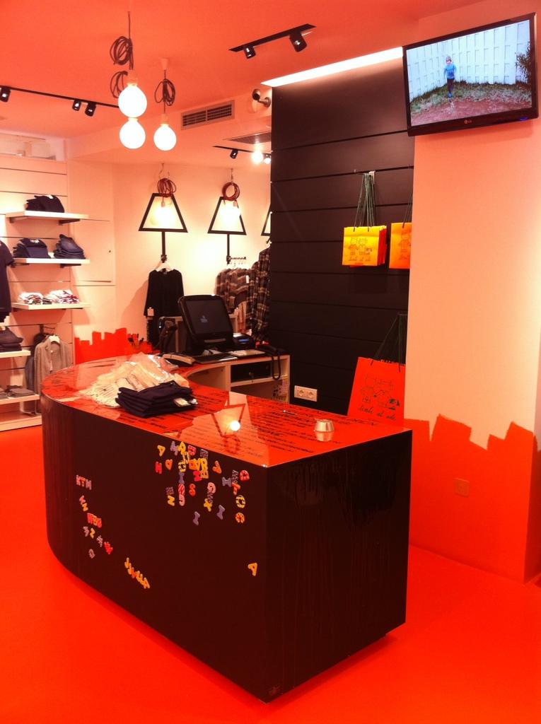 assistenza e post vendita arredamento negozi - arredoshop - Idee Arredamento Negozio Abbigliamento Bambini