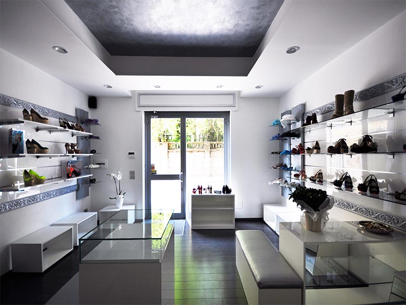 Arredamento negozio scarpe am fashion shoes for Arredo negozi rimini
