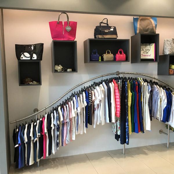 Arredamento per negozi di abbigliamento donna - ARREDOSHOP