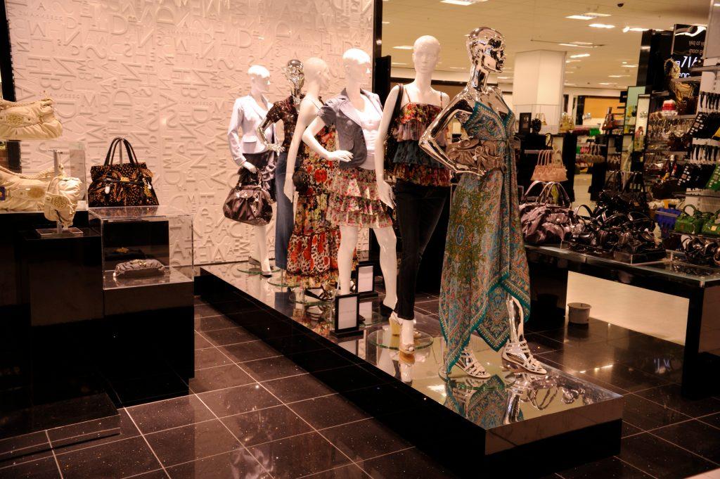 Visual merchandising di un negozio interno